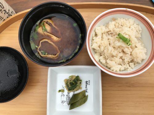 生姜ご飯、味噌汁、漬物