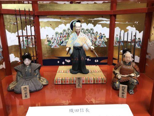 安土城模型と信長、秀吉、家康の人形
