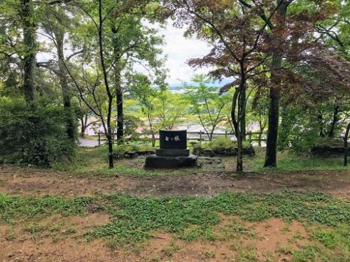 二の丸の近くの七ツ塚碑石
