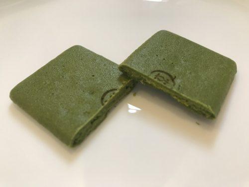 夏ものお濃茶ラングドシャ「涼茶の菓」の断面