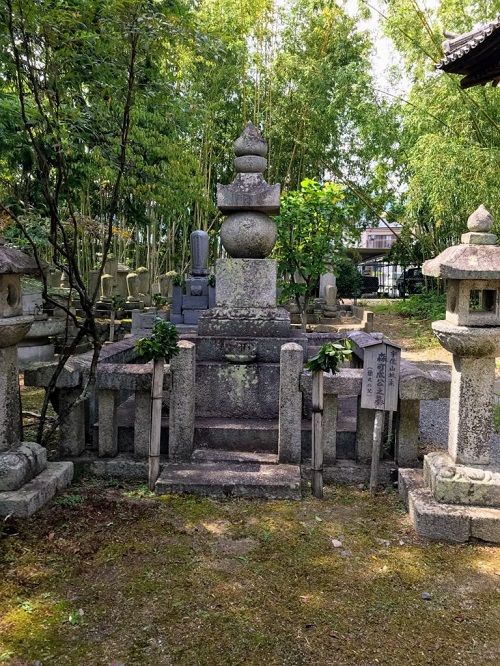 信長の家臣・森可成(もりよしなり)の墓所
