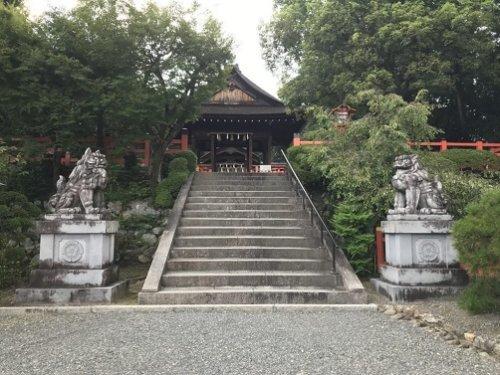 建勲神社の拝殿手前の階段
