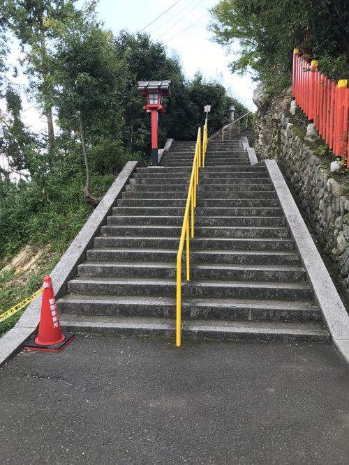 建勲神社の階段