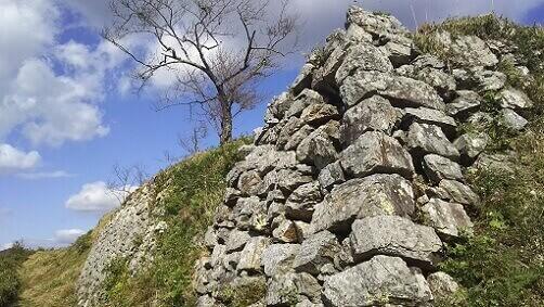 黒井城の石垣